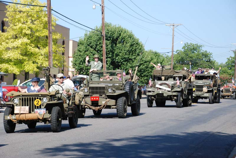 photo of WWII military vehicles in July 4, 2012 Parade