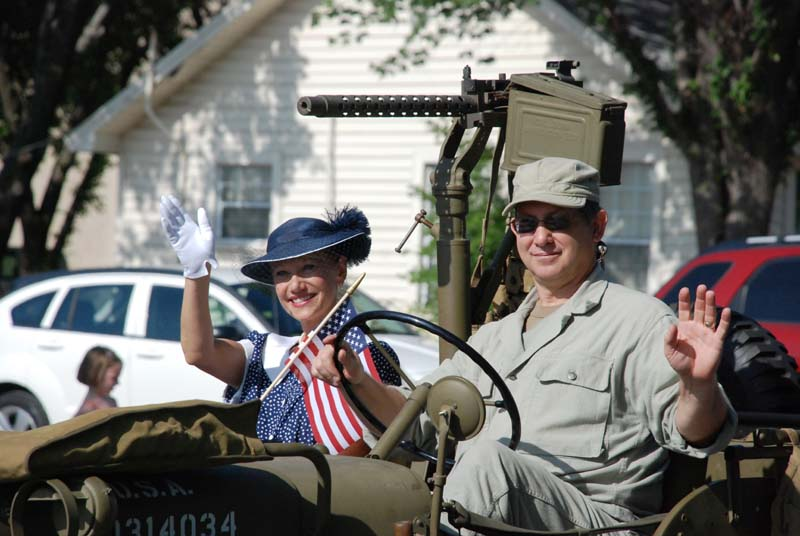 photo of WWII dressed coupled in jeep in July 4, 2012 Parade